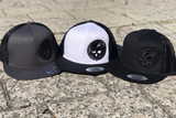 Skully Snapback (white/black)