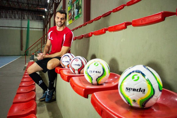 Learn Futsal: Quick Spin to beat your defender with Matheus Palhinha!