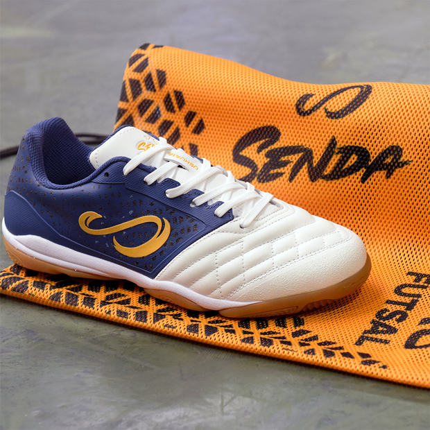 side view of the senda USHUAIA PRO sackpack and futsal shoes