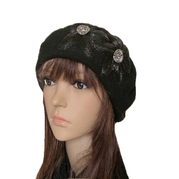 Black  felted wool beret with flower applique