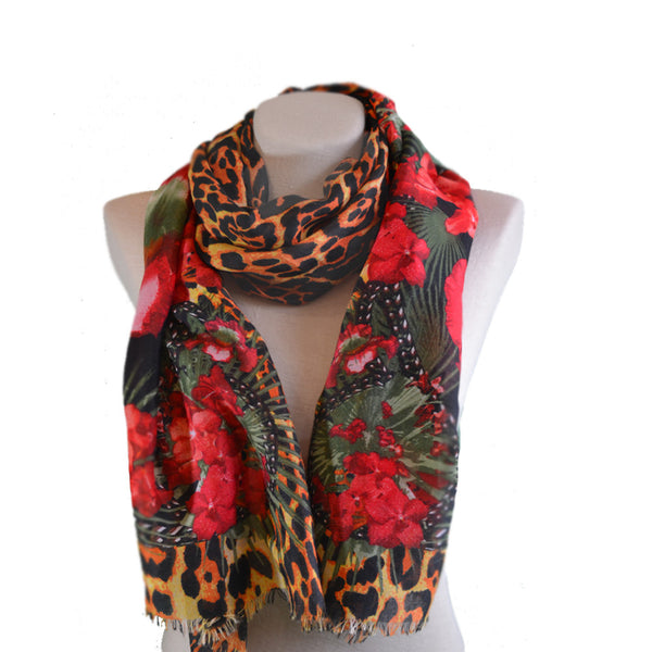 Women's scarf with leopard print