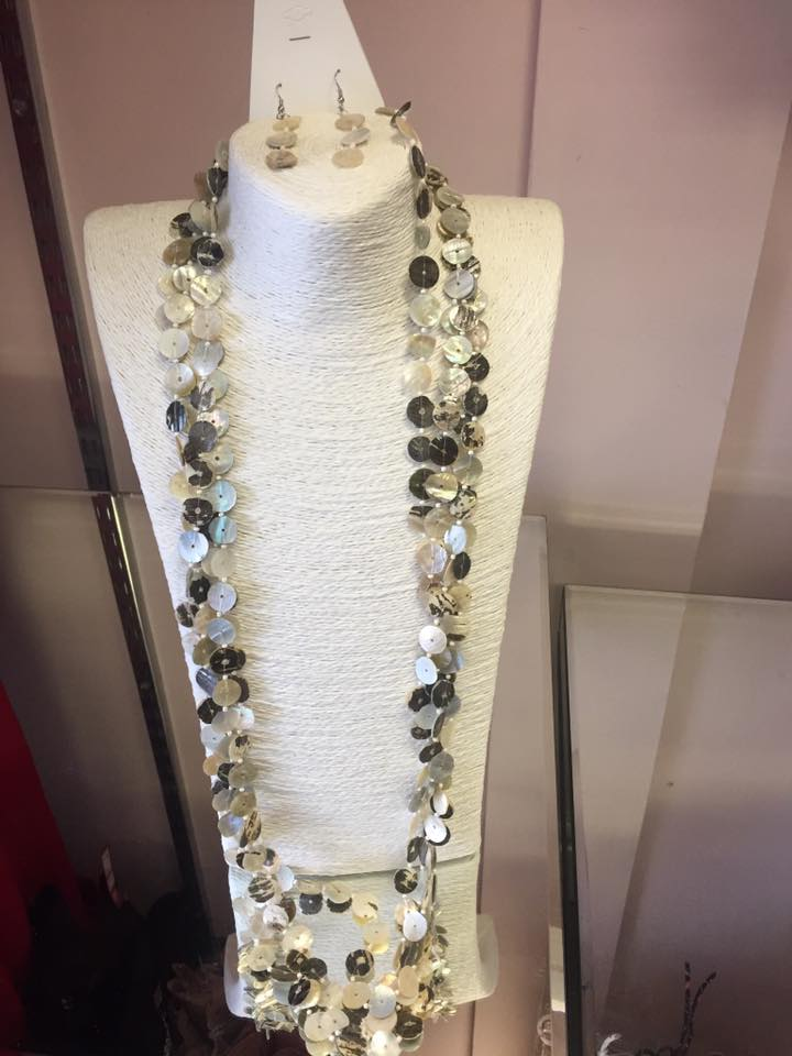 Shell button effect necklace and earring set