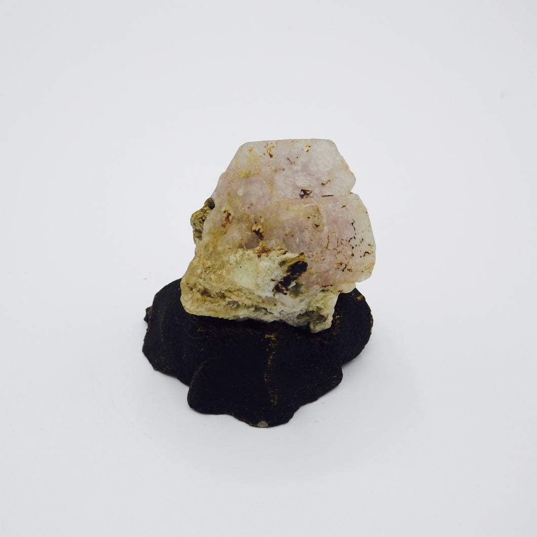 Apatite with Muscovite on Albite
