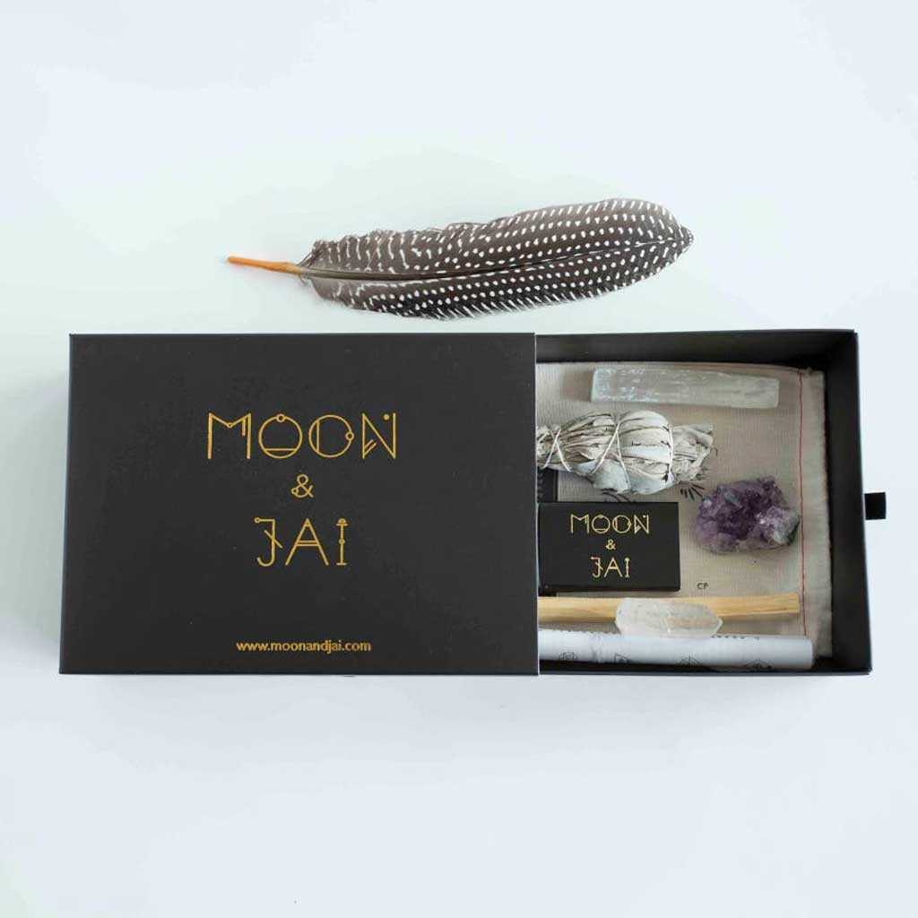 Moon and Jai - Healing Ritual Kit with Amethyst, clear quartz, selenite