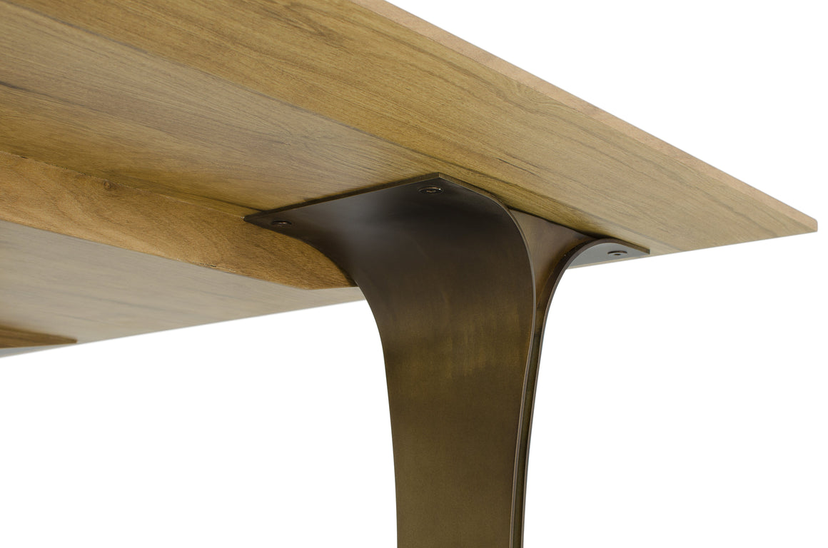 Viko dining table by Fernanda Brunoro
