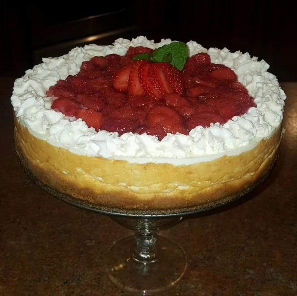New York cheesecake top with strawberry compote