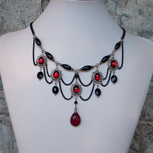 Victorian Chandeliers Garnet And Black Ovals Necklace