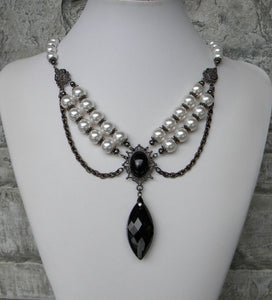 Pearl Elegance In Black And White Necklace