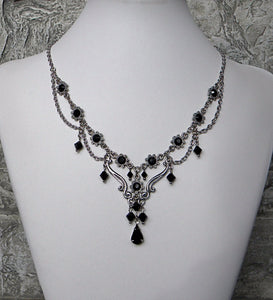 Traditional Touch Black Necklace