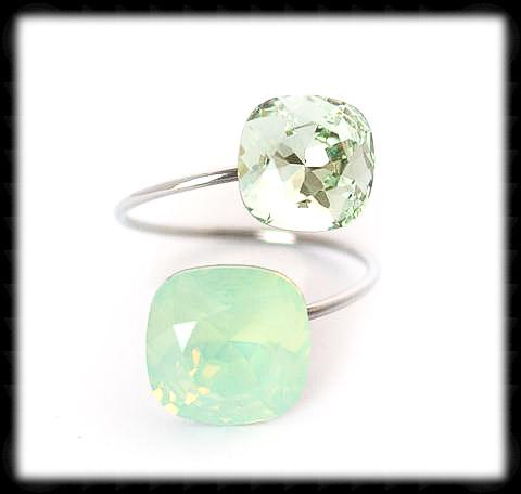 #R99993- Sparkling 2 Tone Ring- Chrysolite Opal Chrysolite