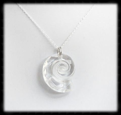 #CRN02- Crystal Shell Necklace- Clear