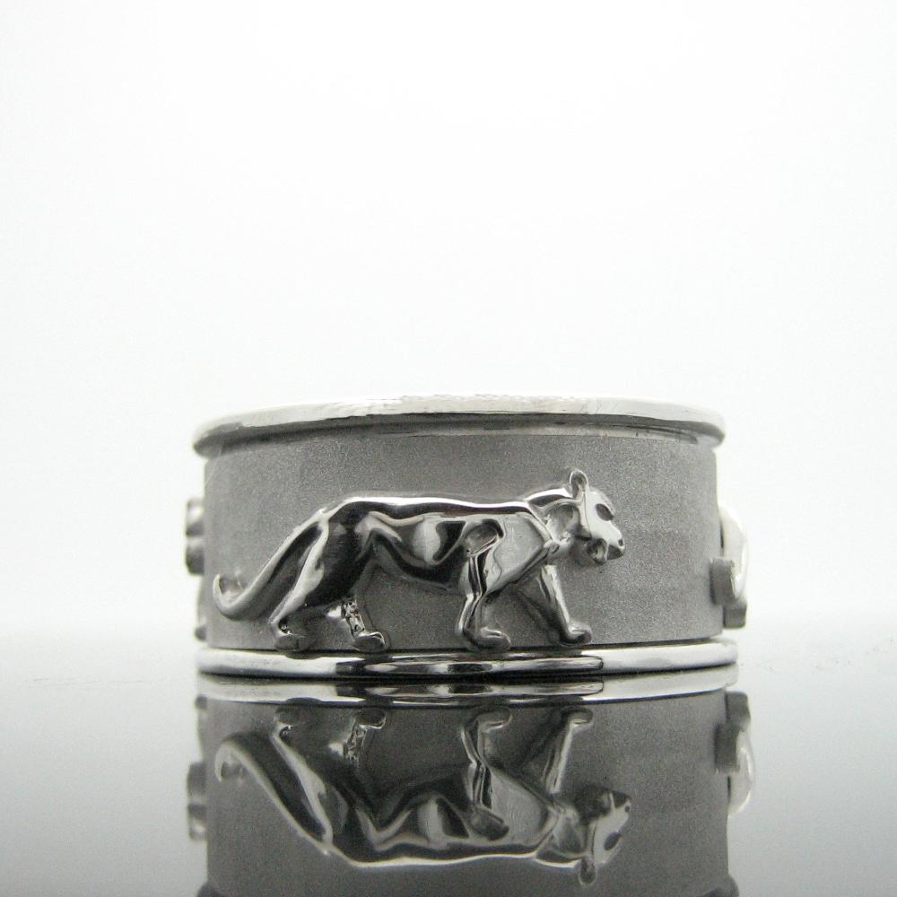 The Spinning Panther Ring