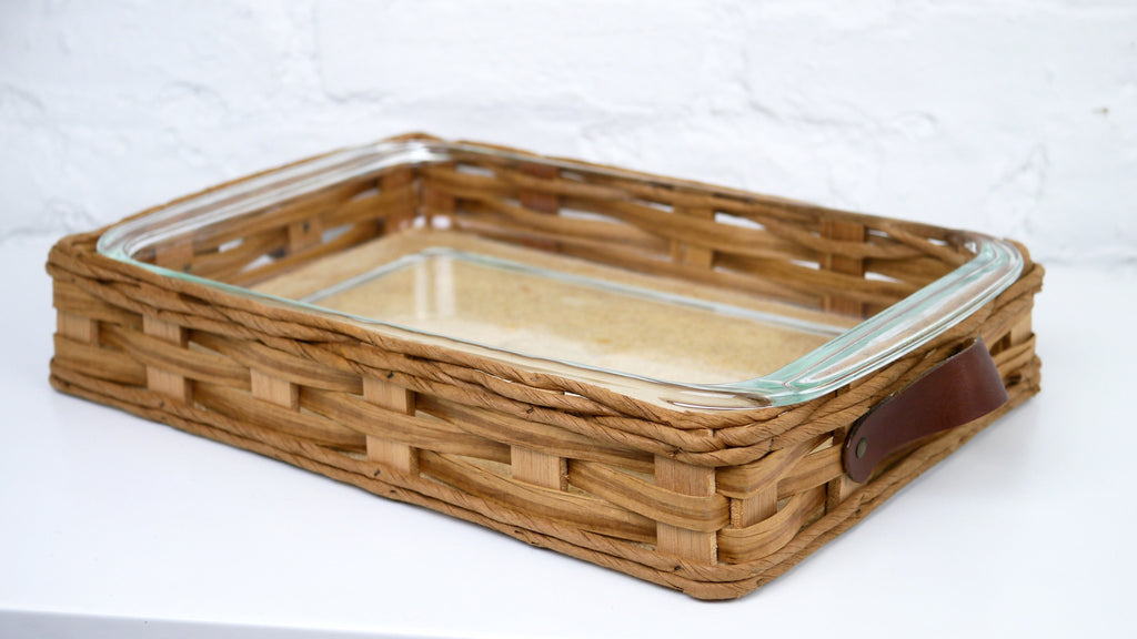 Pyrex Casserole Dish Bakers Basket Leather Handles 233 in box