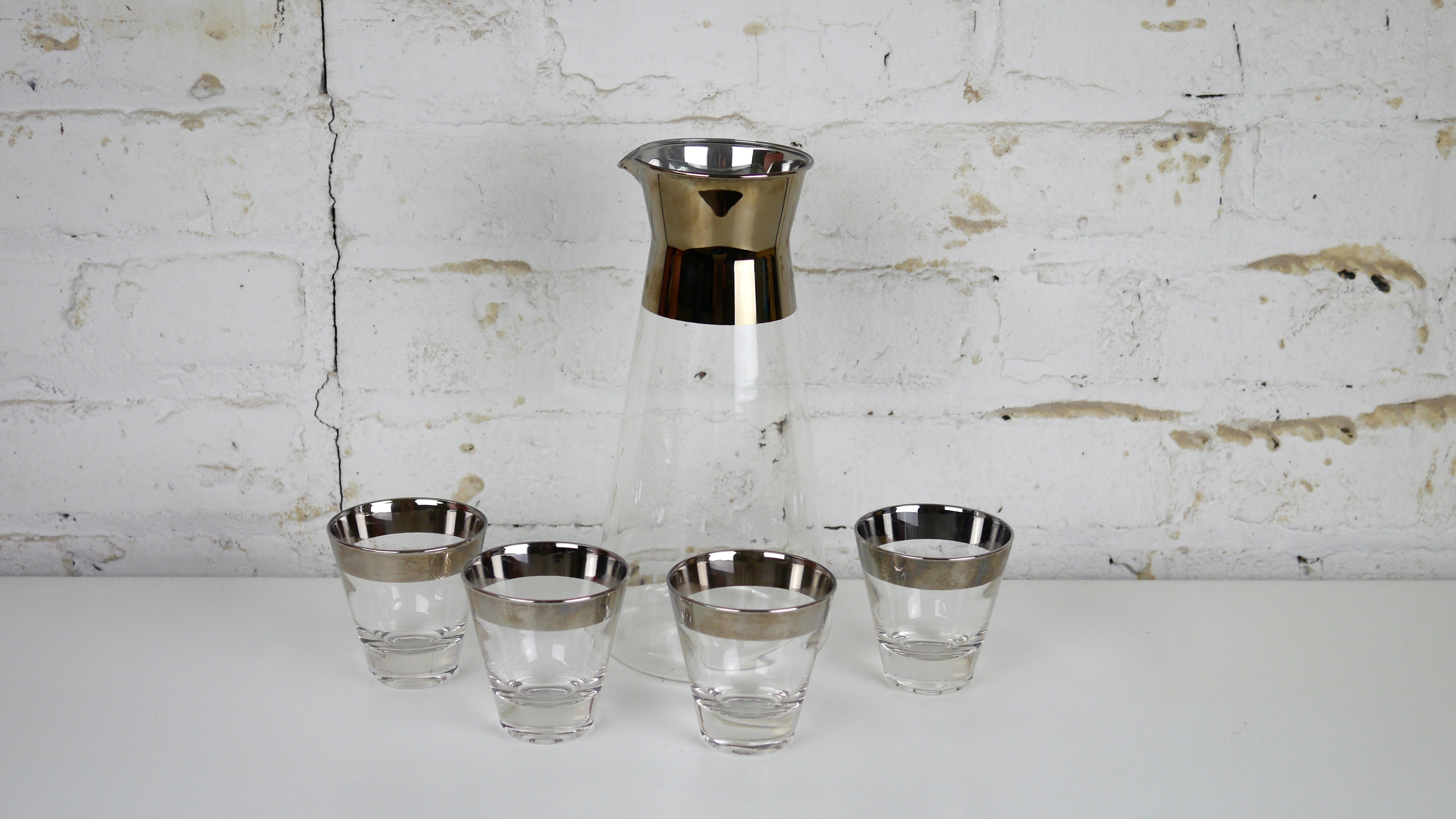 1c5d3231566a Vintage Mid Century Glassware - Dorothy Thorpe Style Silver Rimmed Carafe  Pitcher with Set of 4