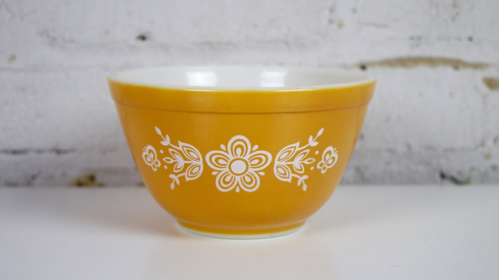 Vintage Pyrex Butterfly Gold mixing bowl 401