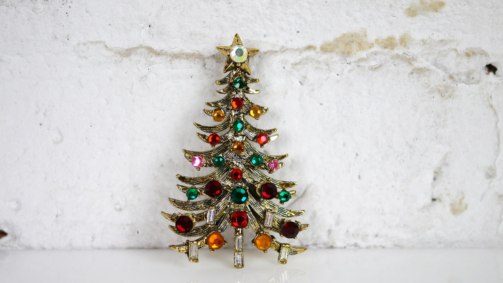 Vintage Hollycraft Christmas Tree Brooch Gold Rhinestone green amber pink red