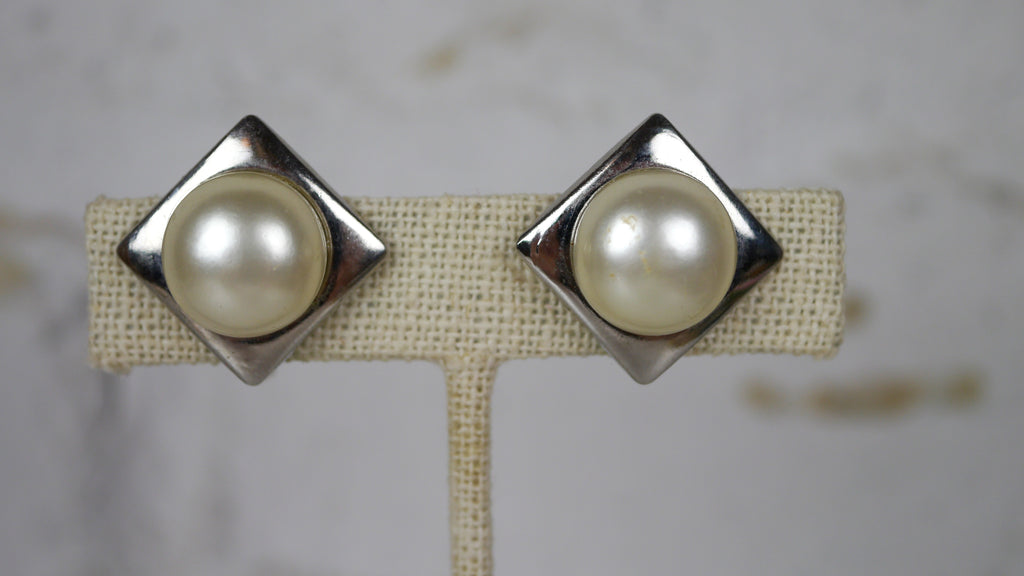Vintage Mid Century Screw Back Earrings Pearl Geometric Silver
