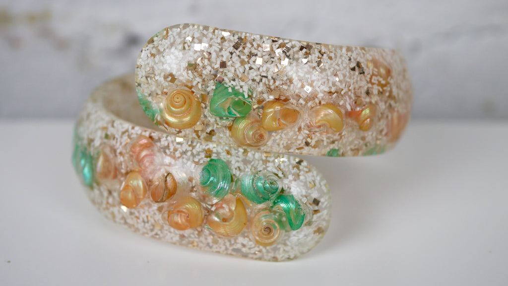 Vintage Mid Century Seashell Lucite Bracelet Clamper Bypass Confetti Glitter Green Peach White Gold