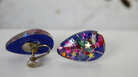 Vintage 1960s Atomic Lucite Confetti Star Screw Back Earrings Blue Multi Colored tear drop shape