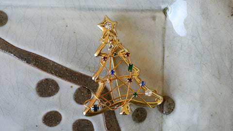 Vintage 1980s Christmas Tree Brooch Wire Rhinestones Colorful Gold