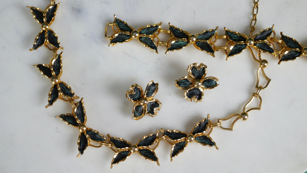 Vintage Jewelry Set Green Gold Bows Necklace Bracelet Clip on Earrings