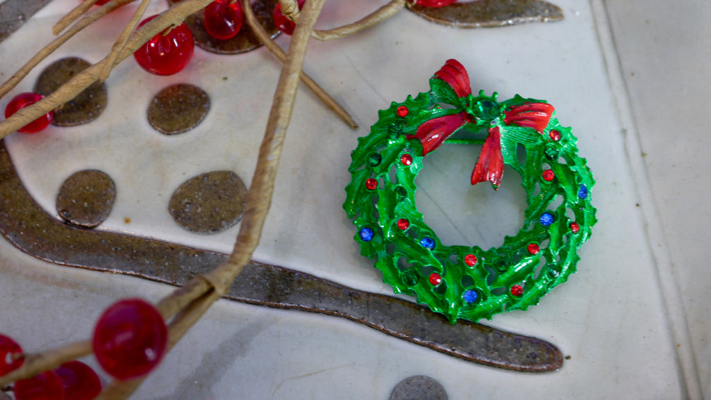 Vintage Christmas Wreath Brooch Green Enamel Rhinestones