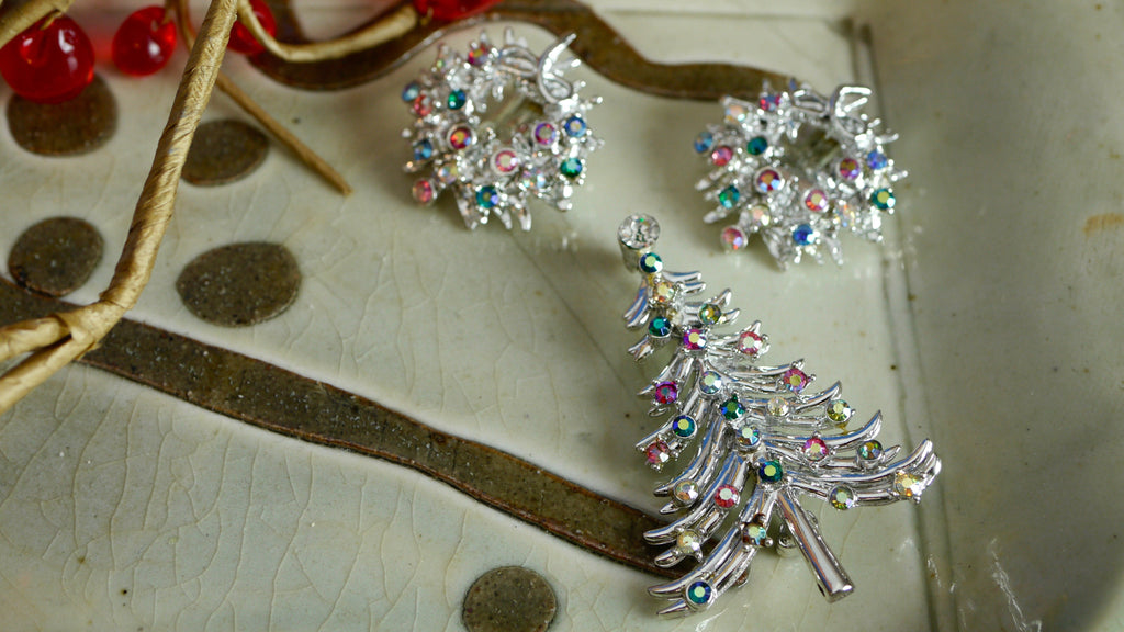 Mid Century Dodds Christmas Brooch and Clip on Earrings set Christmas Tree Wreath