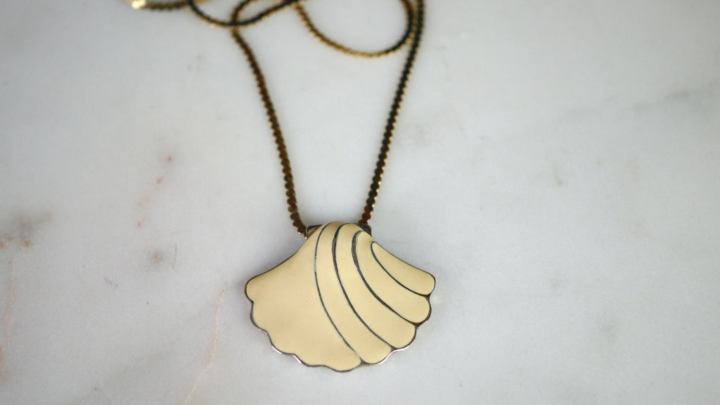 Vintage 1980s Shell Necklace Enamel Signed Craft