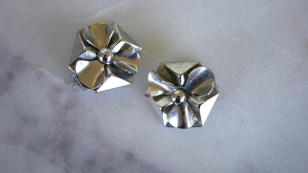 Mid Century Coro Minimalist Flower Clip On Earrings Silver Tone