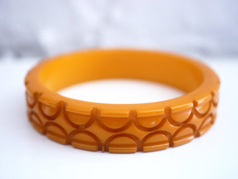 Bakelite Bangle Bracelet Carved Butterscotch Circles
