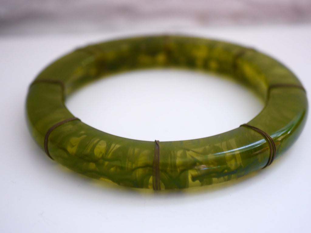 Vintage Lucite and Wire Green Marbled Translucent Bangle Bracelet