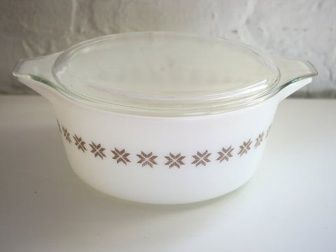 Vintage Mid Century Pyrex Town and Country 2.5 Quart Casserole Dish White 475