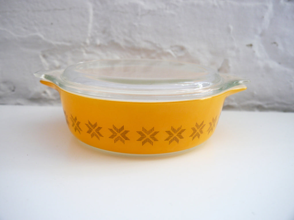 Vintage Mid Century Pyrex Town and Country Casserole Dish 1 pint orange 471