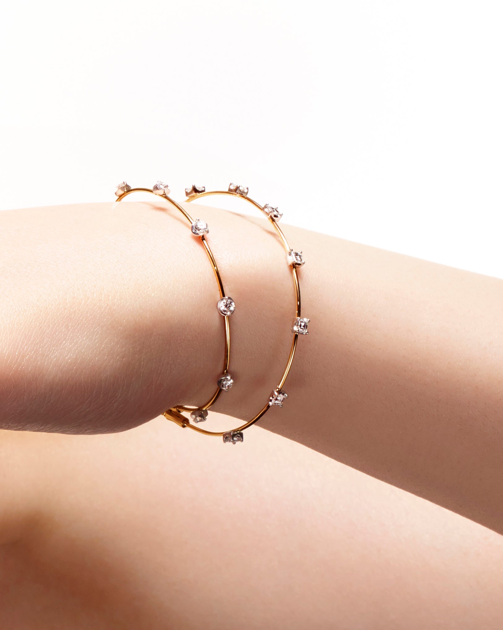 Floating Bracelet with square diamonds