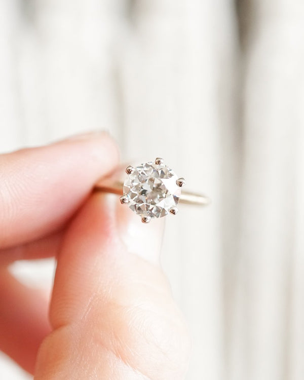 Bespoke Classic Solitaire with white gold prongs