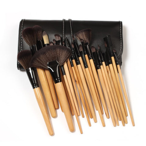 Natural Wood 24 Piece Brush
