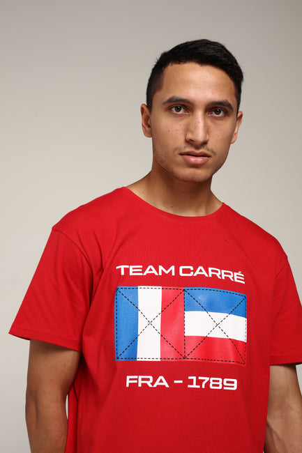 Carré Drapeau Divise Tee Red
