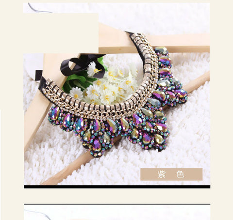 Fashionable crystal necklace