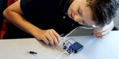 Creating Magic Out Of Boring Electronics Classes!