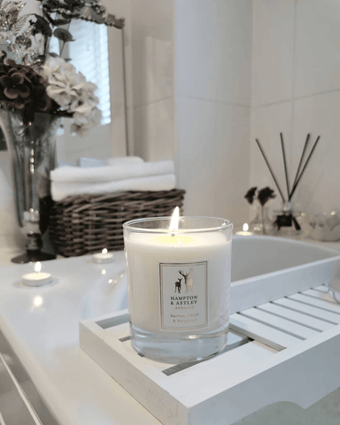 Beautiful bathroom by @anna_louisa_at_home  featuring Hampton and Astley scented candle in Berries, Peach and Bergamot