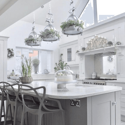 Amanda's love of floristry is evident in all of the rooms, even in the stunning extended kitchen