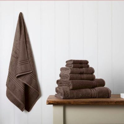 Our towel bale offers 7 chocolate brown towels including 1 large bath sheet, 2 bath towels, 2 hand towels, 2 face cloths