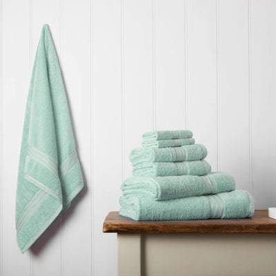 Our towel bale offers 7 green towels including 1 large bath sheet, 2 bath towels, 2 hand towels, 2 face cloths