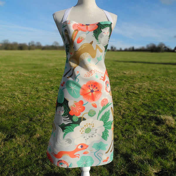 Front view of Willow and Hare apron by Rollerdog