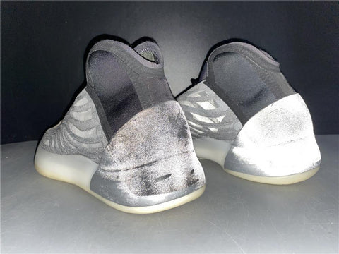 "Image of YzY Quantum ""Barium"" Shoes Sneakers"