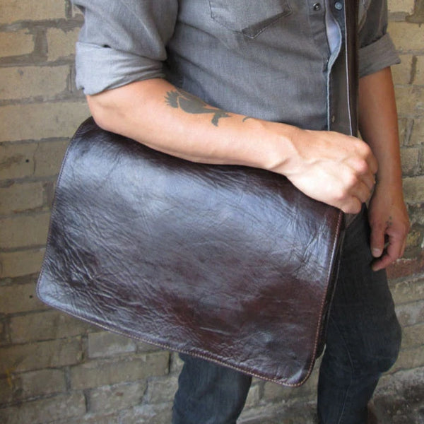 Victor Leather Messenger - Chocolate