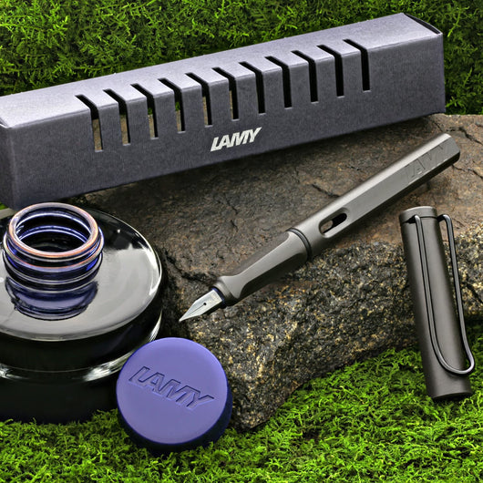 Lamy Safari Starter Fountain Pen and Ink Set in Charcoal Black - Fine Point Gift Set