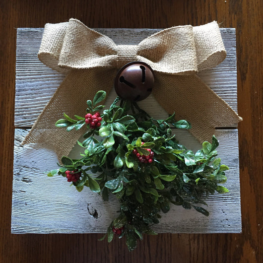Mistletoe Wall Hanging - Farmhouse Christmas Decoration - Rustic Christmas -