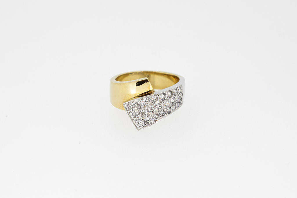 Two-Tone-Bypass-Ring With-Pave-Set diamonds-1