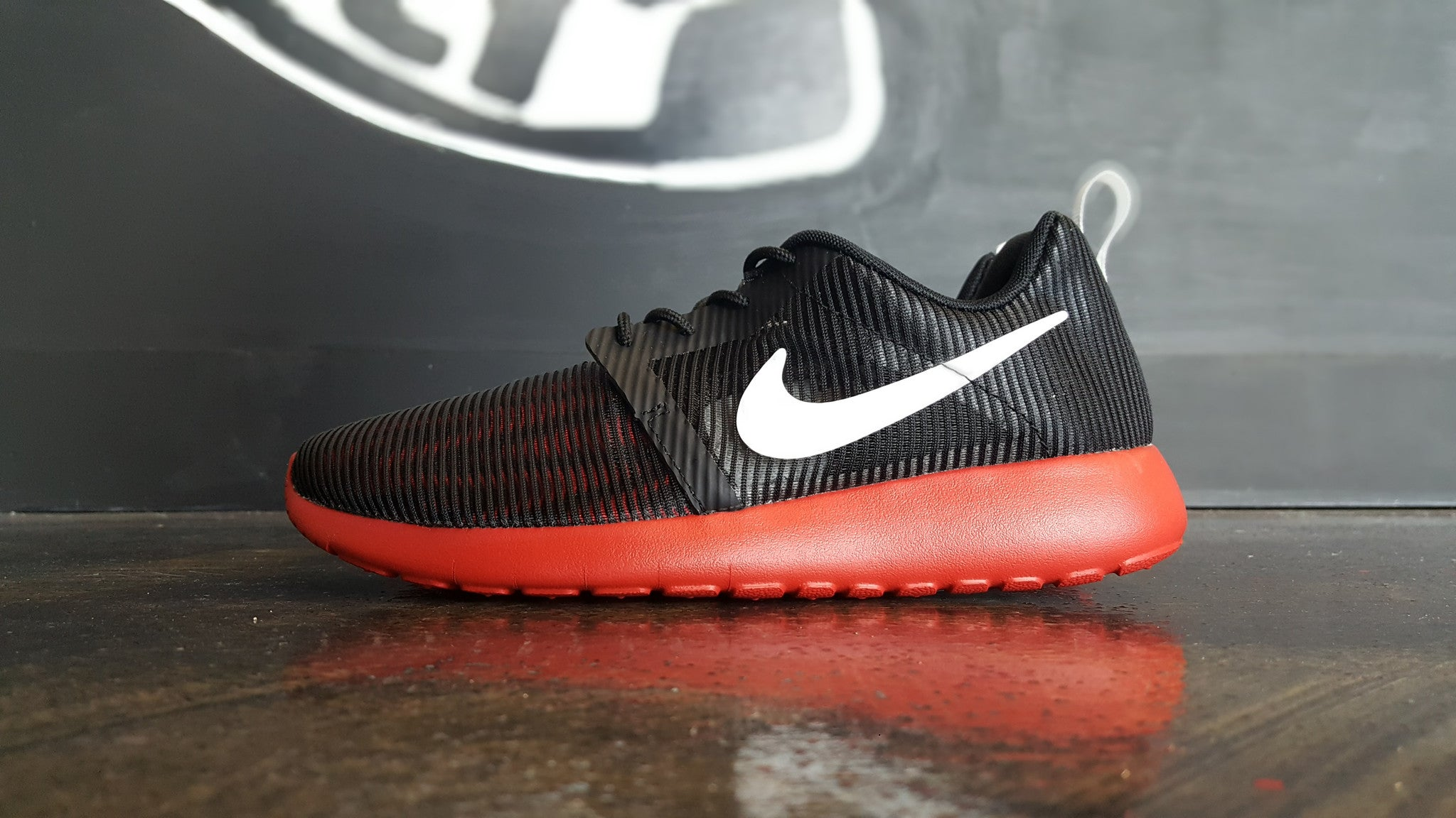 "Nike Roshe One Flight Weight ""Black/Red"" (GS)"